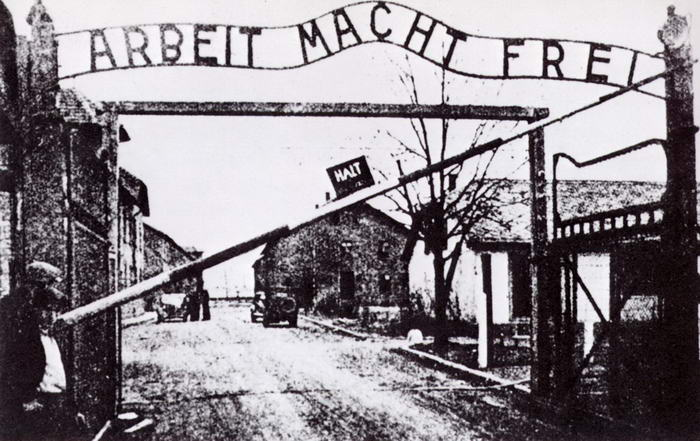 AuschwitzFrontGate-WorkMakesOneFree