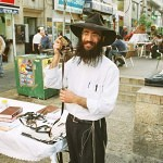 israel_3_009_religious_jew_on_a_daily_market_