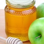 bigstockphoto_Green_Apples_And_Honey_1886641[1]